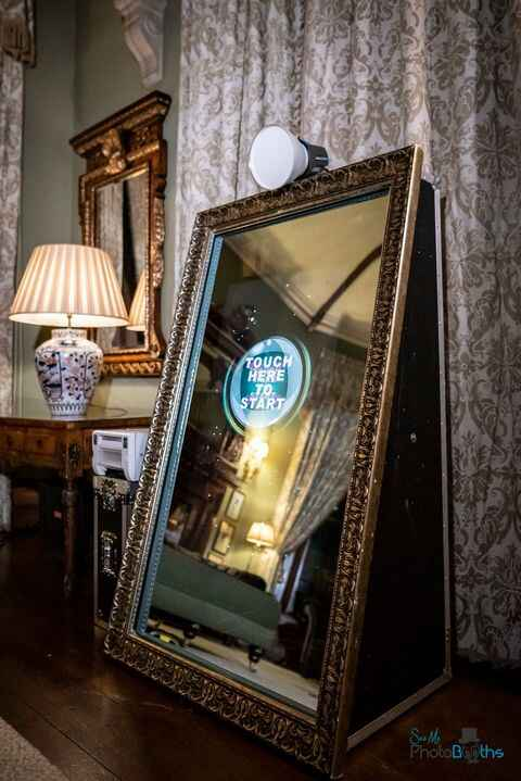 Want to add some fun to your event? Our open mirror is the perfect addition!