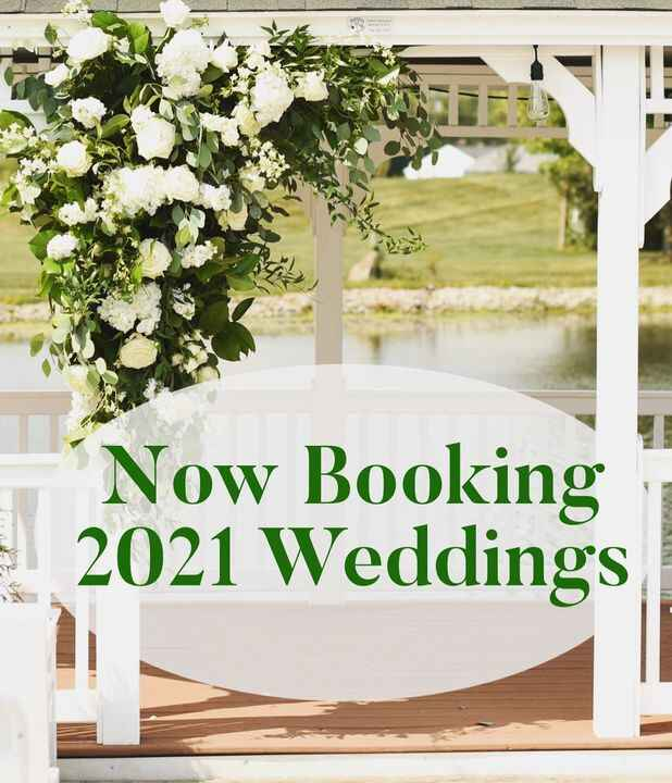 Need wonderful flowers for your 2021 wedding? Get your planning started now with our friends at Rose's Bouquet.